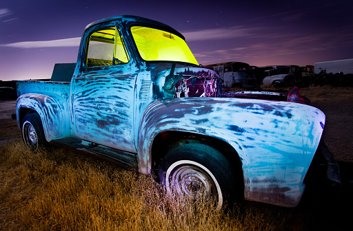 Gel Effect Lighting「Derelict pickup truck at night」:スマホ壁紙(17)