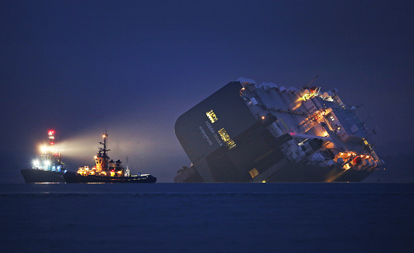 Cargo Container「Crew Rescued As Ship Runs Aground In The Solent」:写真・画像(16)[壁紙.com]