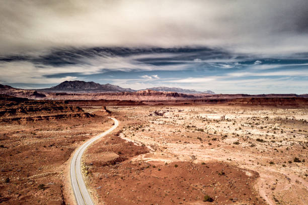 Traveling along Utah canyons - Road trip in the western of the United States:スマホ壁紙(壁紙.com)