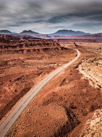 Utah「Traveling along Utah canyons - Road trip in the western of the United States」:スマホ壁紙(3)