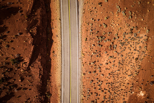 Utah「Traveling along Utah canyons - Road trip in the western of the United States」:スマホ壁紙(2)