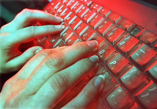 Keypad「Typing Can Be Hazardous」:写真・画像(2)[壁紙.com]