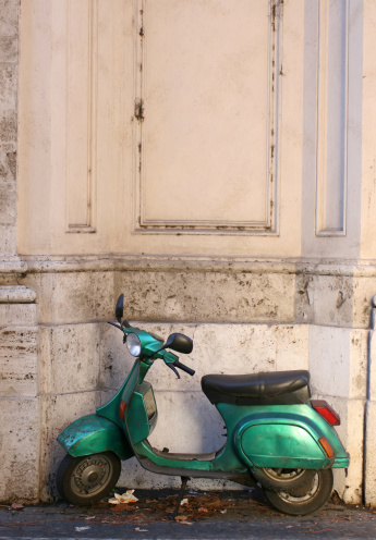 Motorcycle「Old green scooter parked in Rome, Italy」:スマホ壁紙(10)