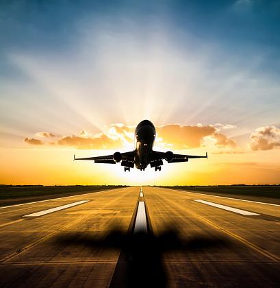 Airplane「Landing at sunset」:スマホ壁紙(3)