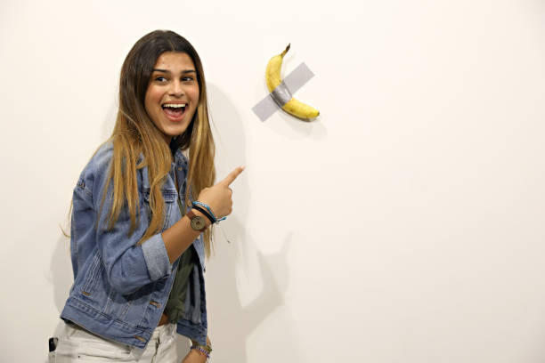 """Maurizio Cattelan's """"Comedian"""" On View At Art Basel Miami 2019:ニュース(壁紙.com)"""