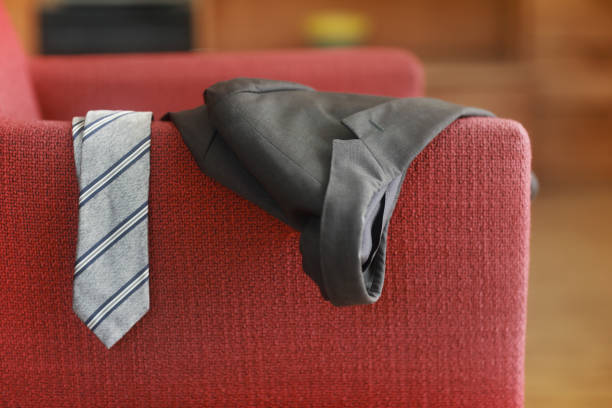 Man's tie and jacket hanging on an armchair:スマホ壁紙(壁紙.com)