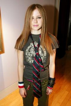 アヴリル・ラヴィーン「MTV TRL: Avril Lavigne」:写真・画像(7)[壁紙.com]