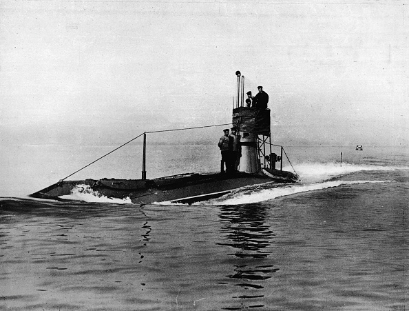 Water Surface「A British Submarine Running On The Surface Of The Water 1914」:写真・画像(15)[壁紙.com]