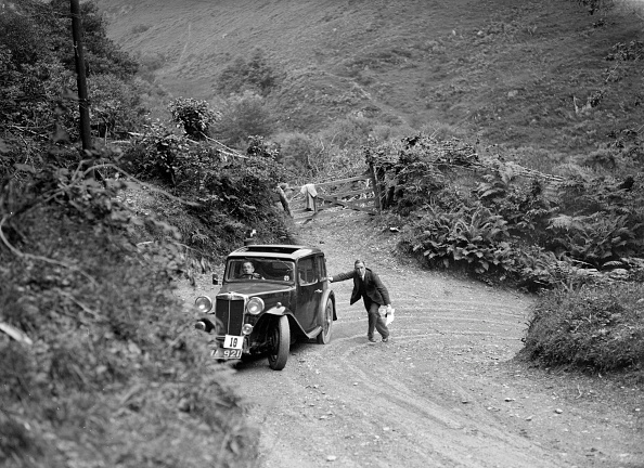 Hairpin Curve「MG Magnette taking part in a motoring trial, late 1930s」:写真・画像(9)[壁紙.com]