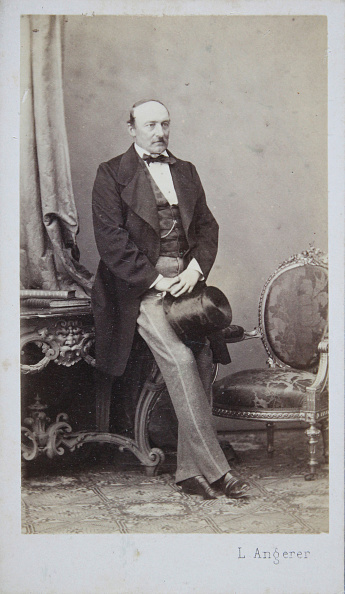 Cylinder「Men In Dark Skirt And Bright Trousers, With Cylinder In Both Hands. Full Figure. About 1865. Photograph By Ludwig Angerer / Vienna.」:写真・画像(6)[壁紙.com]