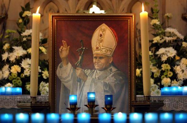 Shrine「Catholics In Belfast Pray For The Ailing Pontiff」:写真・画像(14)[壁紙.com]