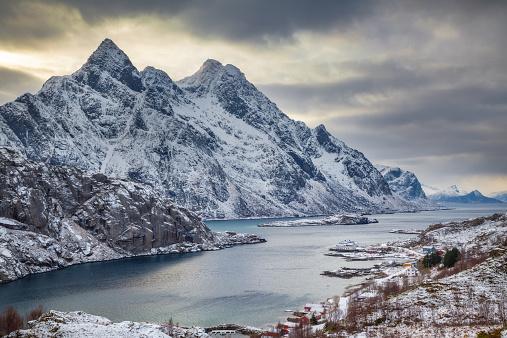 雪山「Norway, Lofoten, Storm over fjord in Vestvagoy」:スマホ壁紙(16)