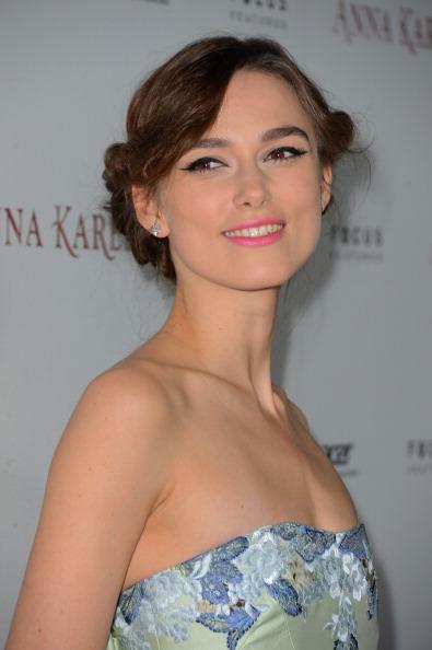 笑顔「Premiere Of Focus Features' 'Anna Karenina' - Arrivals」:写真・画像(15)[壁紙.com]