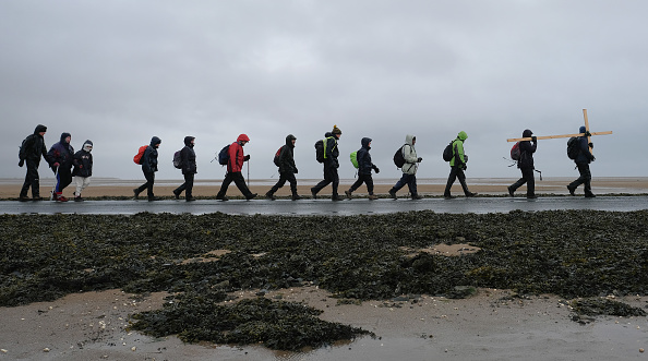 Causeway「Good Friday Pilgrimage Takes Place To Holy Island」:写真・画像(17)[壁紙.com]