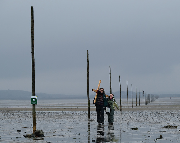 Causeway「Good Friday Pilgrimage Takes Place To Holy Island」:写真・画像(18)[壁紙.com]