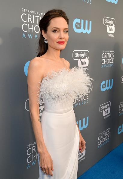 アンジェリーナ・ジョリー「The 23rd Annual Critics' Choice Awards - Red Carpet」:写真・画像(0)[壁紙.com]
