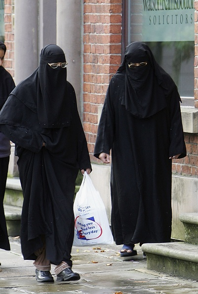 Religious Dress「Muslim Anger At Ministers Call To Lift Veil」:写真・画像(15)[壁紙.com]