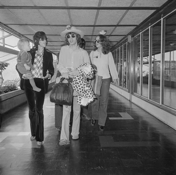 1970「Mick And Keith At The Airport」:写真・画像(19)[壁紙.com]