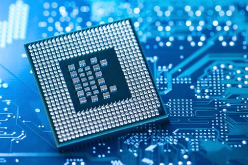CPU「Microprocessor lying on circuit board」:スマホ壁紙(8)