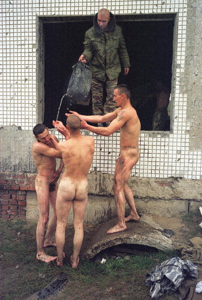 Washing「Russian soldiers wash off」:写真・画像(19)[壁紙.com]