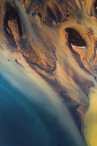 Volcanic Landscape「Dramatic shoreline, aerial perspective, Iceland」:スマホ壁紙(2)