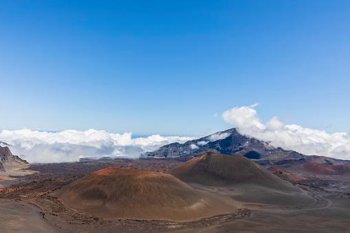 Haleakala National Park「Craters Kama?oli?i, Pu?uom'ui, Pu?uopele and Kamohoalii, Sliding Sands Trail, Haleakala volcano, Haleakala National Park, Maui, Hawaii, USA」:スマホ壁紙(1)