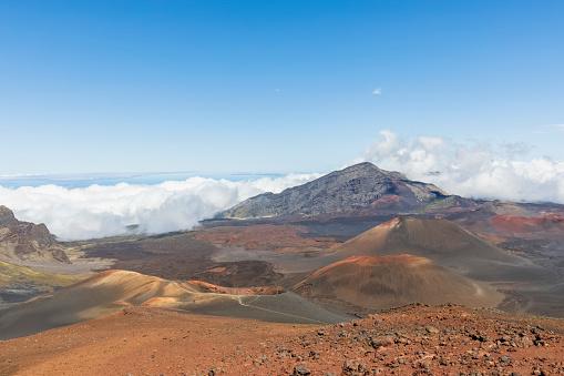 Haleakala National Park「Craters Kama?oli?i, Pu?uom'ui, Pu?uopele and Kamohoalii, Sliding Sands Trail, Haleakala volcano, Haleakala National Park, Maui, Hawaii, USA」:スマホ壁紙(3)