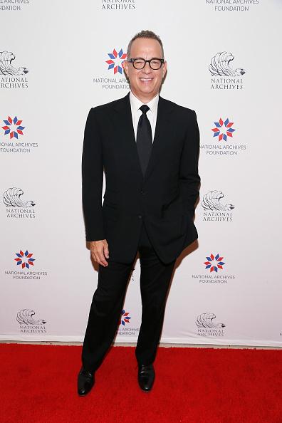 カメラ目線「National Archives Foundation Honors Tom Hanks at Records of Achievement Award Gala」:写真・画像(2)[壁紙.com]
