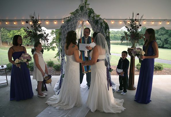 USA「Lesbian Couple Marries In South Carolina」:写真・画像(18)[壁紙.com]