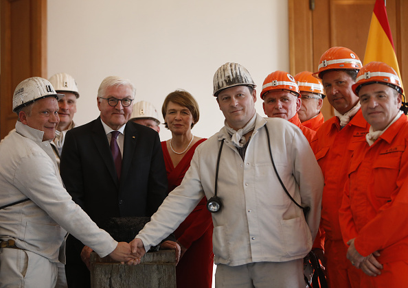 Block Shape「President Steinmeier Receives Last Coal From Underground Mine」:写真・画像(16)[壁紙.com]