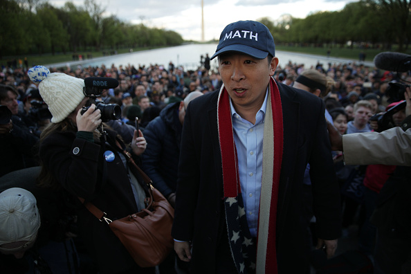 Alex Wong「Presidential Candidate Andrew Yang Holds A Campaign Rally At The Lincoln Memorial」:写真・画像(9)[壁紙.com]