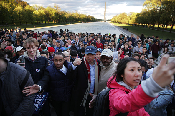 Alex Wong「Presidential Candidate Andrew Yang Holds A Campaign Rally At The Lincoln Memorial」:写真・画像(7)[壁紙.com]