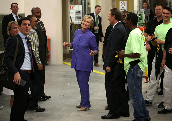 全身「Hillary Clinton Campaigns In Las Vegas Day After Debate」:写真・画像(3)[壁紙.com]