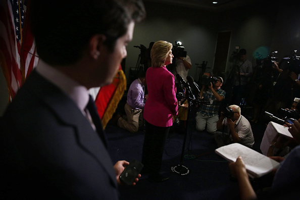 Large Group Of People「Presidential Candidate Hillary Clinton Attends Meetings With Legislators  On Capitol Hill」:写真・画像(18)[壁紙.com]