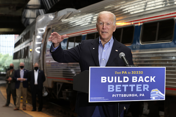 United States Presidential Election「Democratic Presidential Nominee Joe Biden Holds Train Campaign Tour Of OH And PA」:写真・画像(18)[壁紙.com]