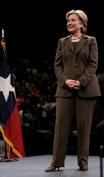 全身「Hillary Clinton Attends Campaign Rally In El Paso」:写真・画像(2)[壁紙.com]