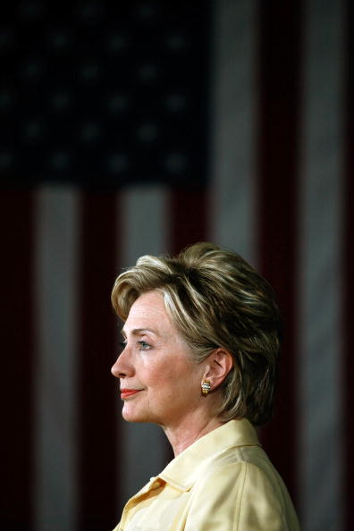 Profile View「Hillary Clinton Campaigns For Upcoming Primaries」:写真・画像(4)[壁紙.com]