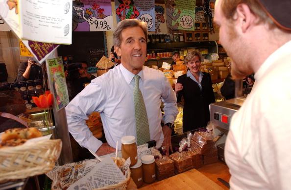 Loaf of Bread「John Kerry Campaigns In Michigan」:写真・画像(1)[壁紙.com]