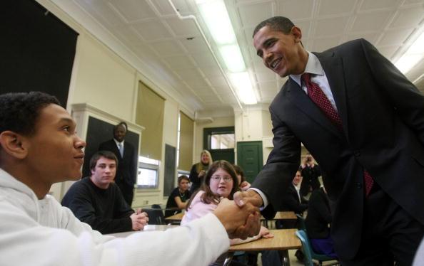 School Bus「Obama Takes One-Day Bus Tour Through New Hampshire」:写真・画像(2)[壁紙.com]