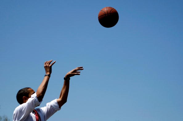 バスケットボール「Obama Campaigns Ahead Of Indiana And North Carolina Primaries」:写真・画像(3)[壁紙.com]