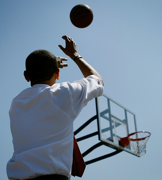 バスケットボール「Obama Campaigns Ahead Of Indiana And North Carolina Primaries」:写真・画像(11)[壁紙.com]