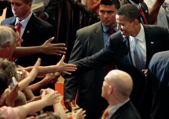 Support「Barack Obama Campaigns In Virginia」:写真・画像(7)[壁紙.com]