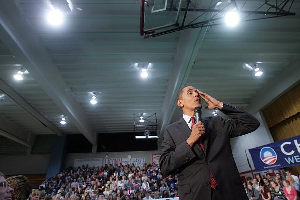 School Bus「Obama Takes One-Day Bus Tour Through New Hampshire」:写真・画像(0)[壁紙.com]