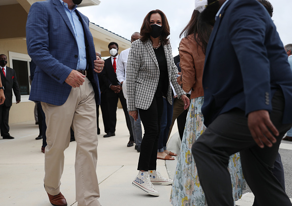Shoe「Democratic VP Candidate Kamala Harris Campaigns In South Florida」:写真・画像(3)[壁紙.com]