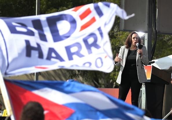 Florida International University「Democratic VP Candidate Kamala Harris Campaigns In South Florida」:写真・画像(12)[壁紙.com]