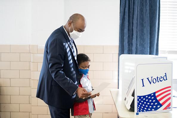 Southern USA「Senate Candidate Jaime Harrison Votes In South Carolina」:写真・画像(17)[壁紙.com]