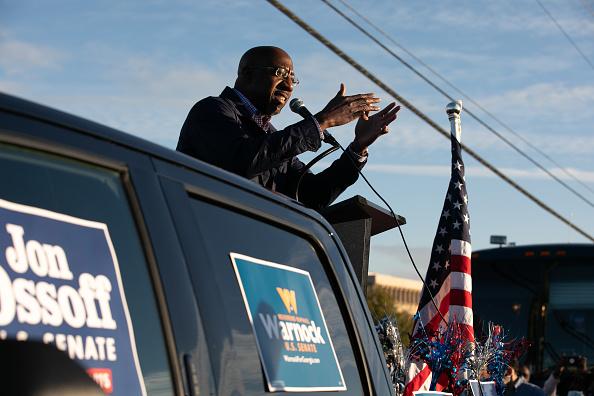 Jessica McGowan「Reverend Warnock And Jon Ossoff Campaign For Georgia Runoff Senate Elections」:写真・画像(19)[壁紙.com]