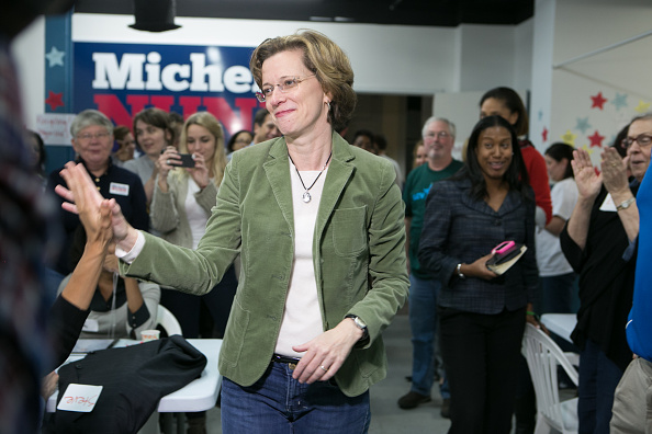 Candidate「GA Senate Candidate Michelle Nunn Joins Phone Bank Volunteers On Eve of Election」:写真・画像(13)[壁紙.com]
