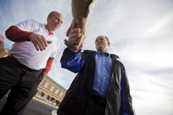 Jessica Kourkounis「Democratic Senate Candidate Chris Coons Greets Voters On Election Day」:写真・画像(16)[壁紙.com]