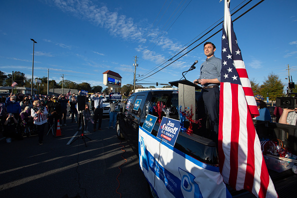 Jessica McGowan「Reverend Warnock And Jon Ossoff Campaign For Georgia Runoff Senate Elections」:写真・画像(7)[壁紙.com]